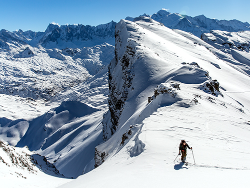 splitboarding in courchevel 1850 with a snowboard instructor